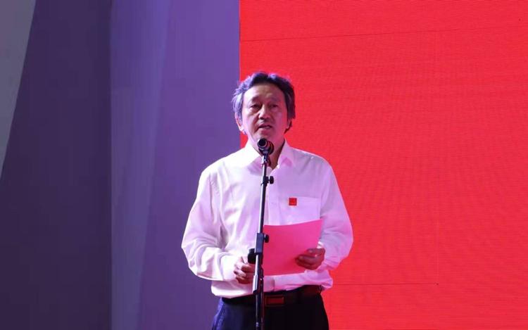 6中国美协秘书长、第十三届全国美展组织委员会秘书长马锋辉主持开幕式.jpg
