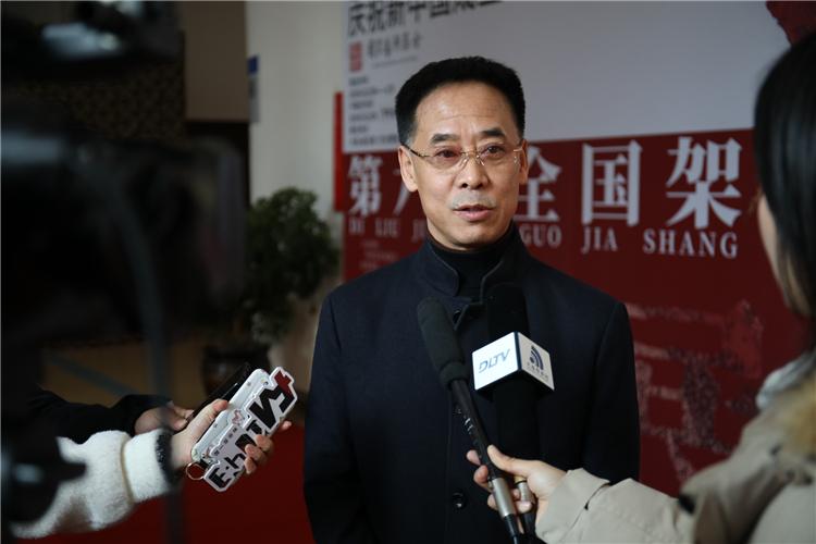 3 李晨教授接受媒体采访.jpg