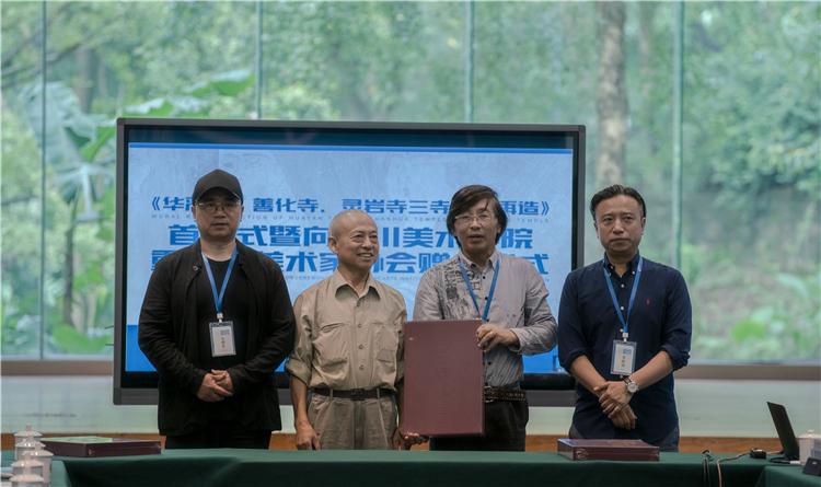4 赠书(左起:王颖生、孙景波、崔毅、毛晓剑).jpg