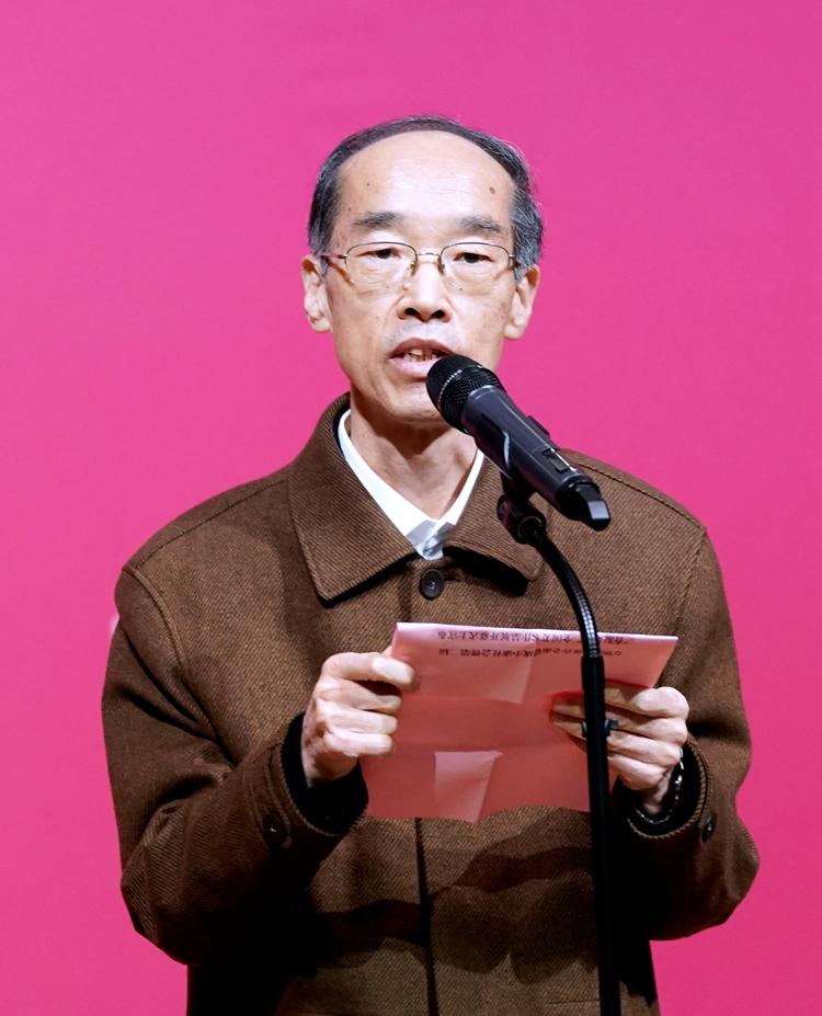 全国人大常委会副委员长、民革中央主席万鄂湘宣布展览开幕.jpg