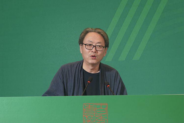 主持人:赵  农.JPG
