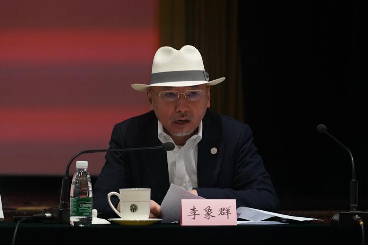 中国美协副主席、鲁迅美术学院院长李象群发言.jpg