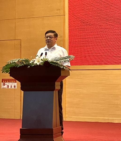 3.中国美术家协会分党组书记、驻会副主席徐里致辞.jpg